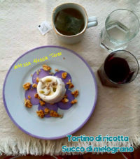 colazione con ricottina e succo di melograno